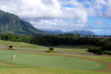 Ko'olau Golf Club on Oahu - photo by Scott Sjoberg http://www.geolocation.ws/v/P/4445377/koolau-golf-course-pratice-green/en